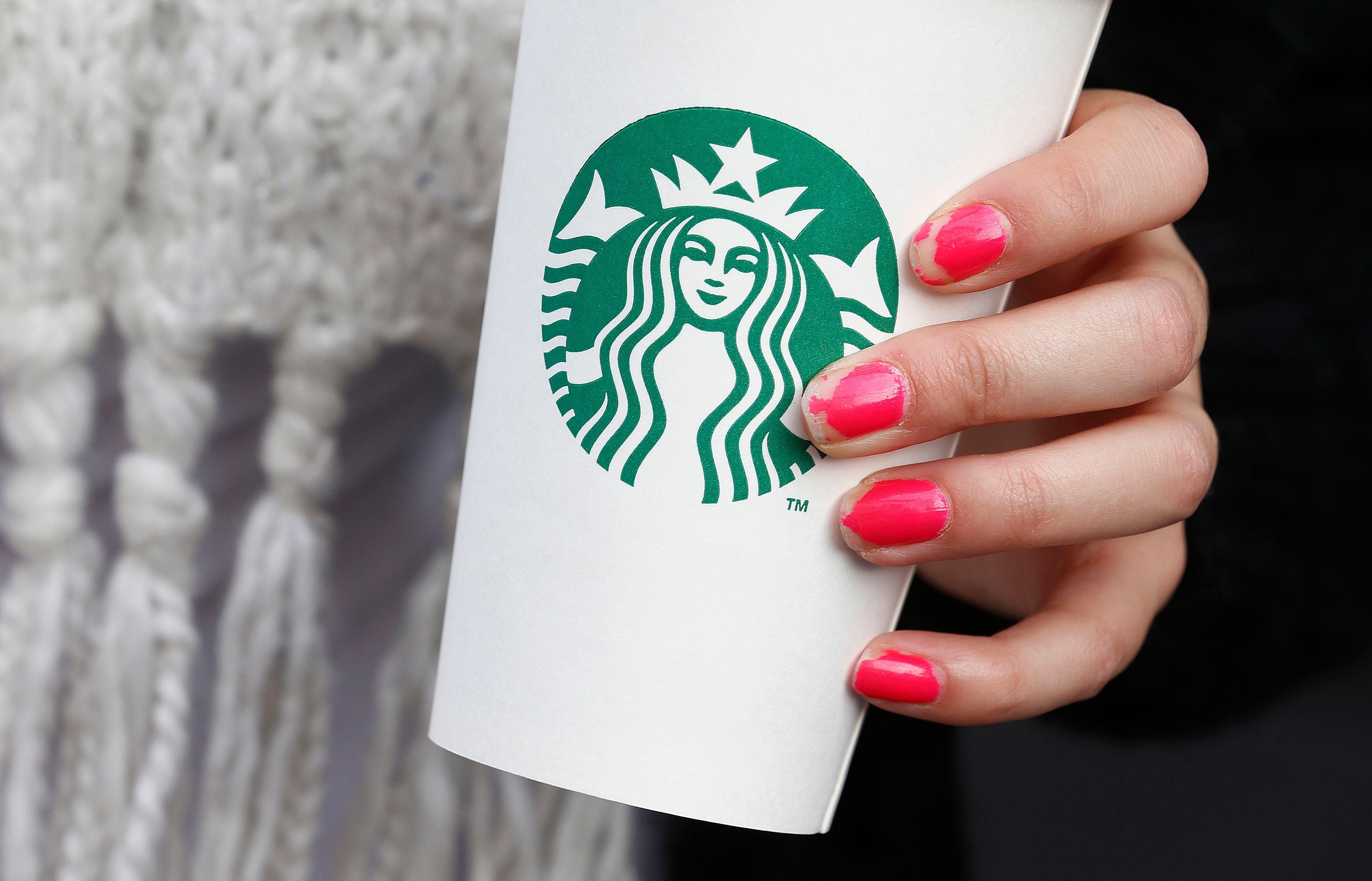 Starbucks va supprimer les pailles en plastique dans ses enseignes d'ici à 2020