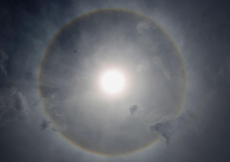 Plusieurs scientifiques répartis dans le monde nourrissent l'ambition de provoquer des réactions de fusion nucléaire comparables à celles qui font briller le Soleil.