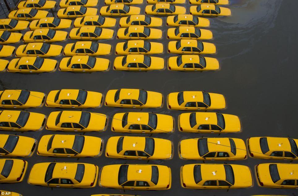 Cinq sociétés de chauffeurs privées ont appelé à un rassemblement éclair dans Paris ce lundi.