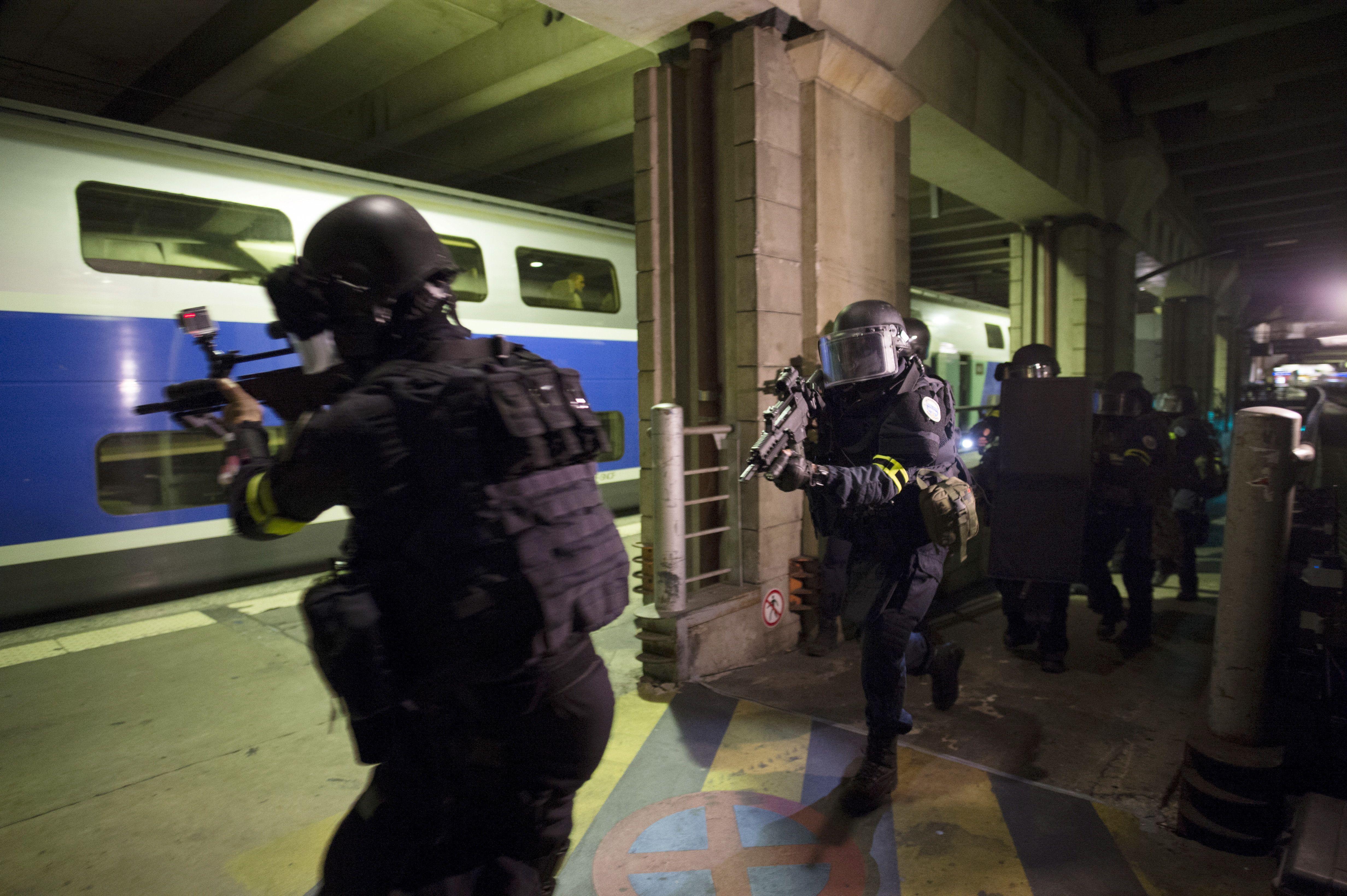 Une simulation d'attaque terroriste a eu lieu à Paris le 20 avril, mais uniquement avec les forces de l'ordre.