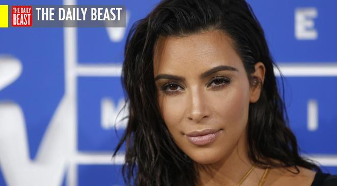 Kim Kardashian a certainement plus aidé Hillary Clinton que n'importe quelle autre personnalités du show-business. La candidate démocrate à l'élection présidentielle a loué Kim et l'a remerciée de lui avoir fait découvrir le selfie...