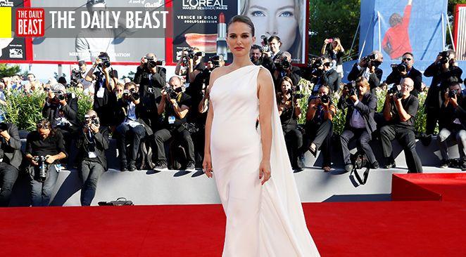 "Natalie Portman bouleversante en Jacqueline Kennedy en deuil brûlant dans ""Jackie"""