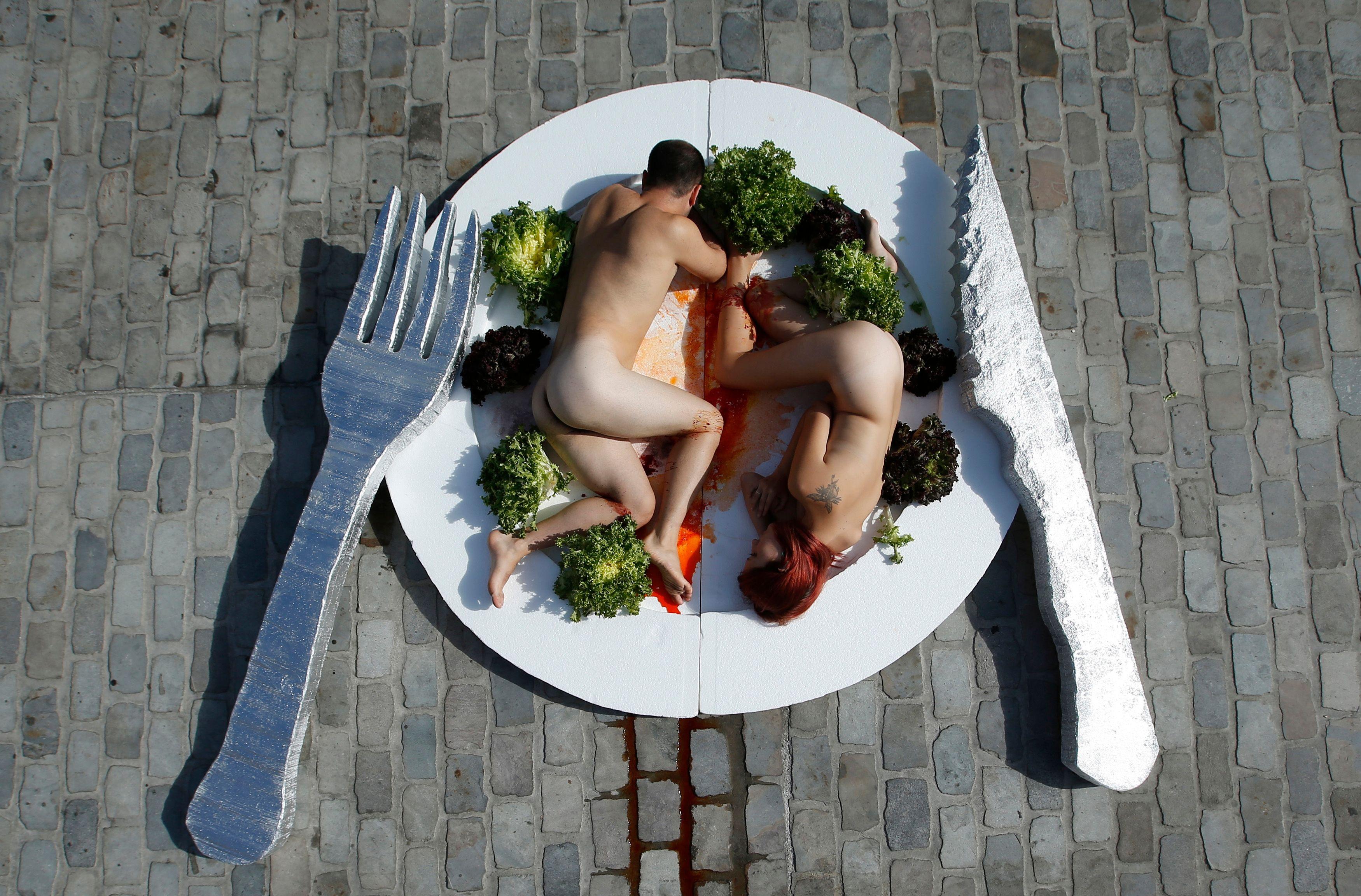 Un restaurant New-yorkais propose de manger nu.
