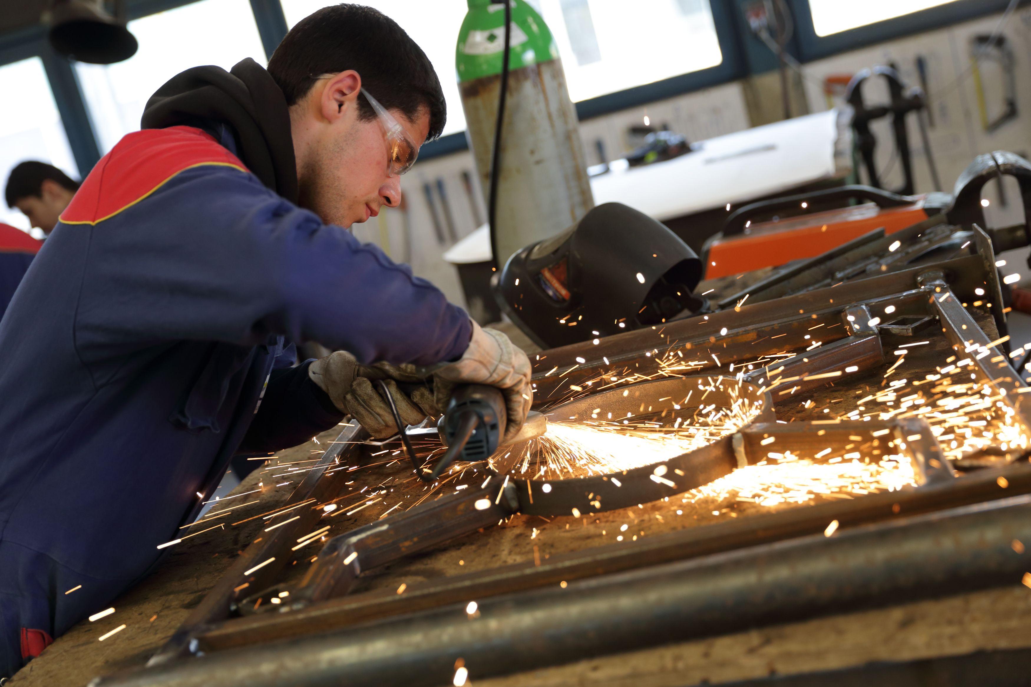 La France continue de créer des emplois industriels alors qu'elle n'ouvre plus d'usine. Bizarre