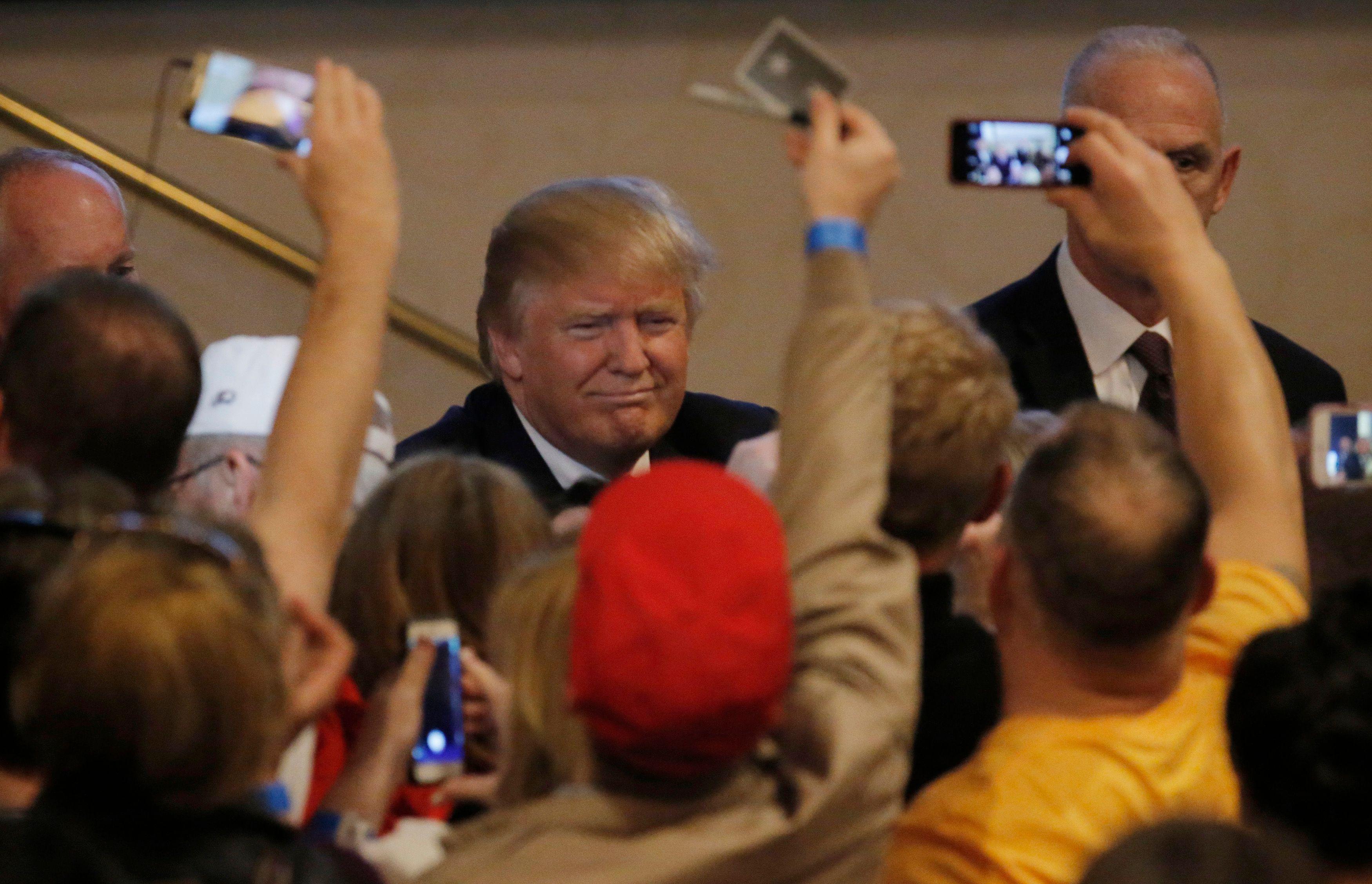 La relative platitude des candidats républicains, ajoutée au sentiment que rien ne change, crée un vide. Donald Trump le remplit par sa personnalité et sa liberté de ton, par son profil aussi car il n'est pas un politique.
