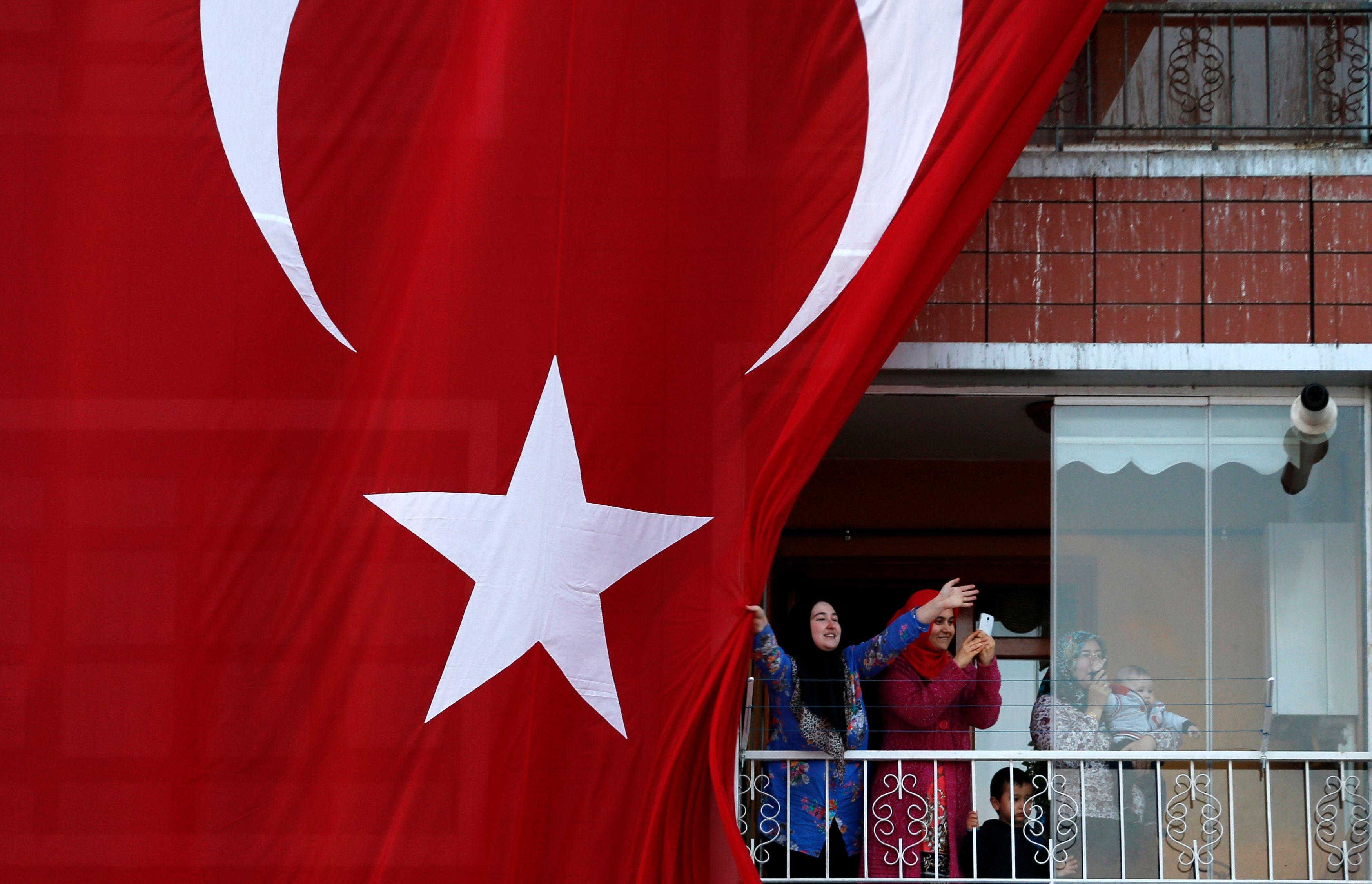 """En promettant un référendum sur l'entrée de la Turquie dans l'Union, François Hollande  a relancé le débat de la compatibilité """"identitaire"""" du pays avec les Etats-membres actuels"""