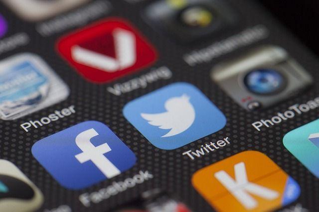 Les applis, sites et autres services auxquels nous nous connectons via un compte Facebook, Twitter ou Gmail peuvent être très nombreux.