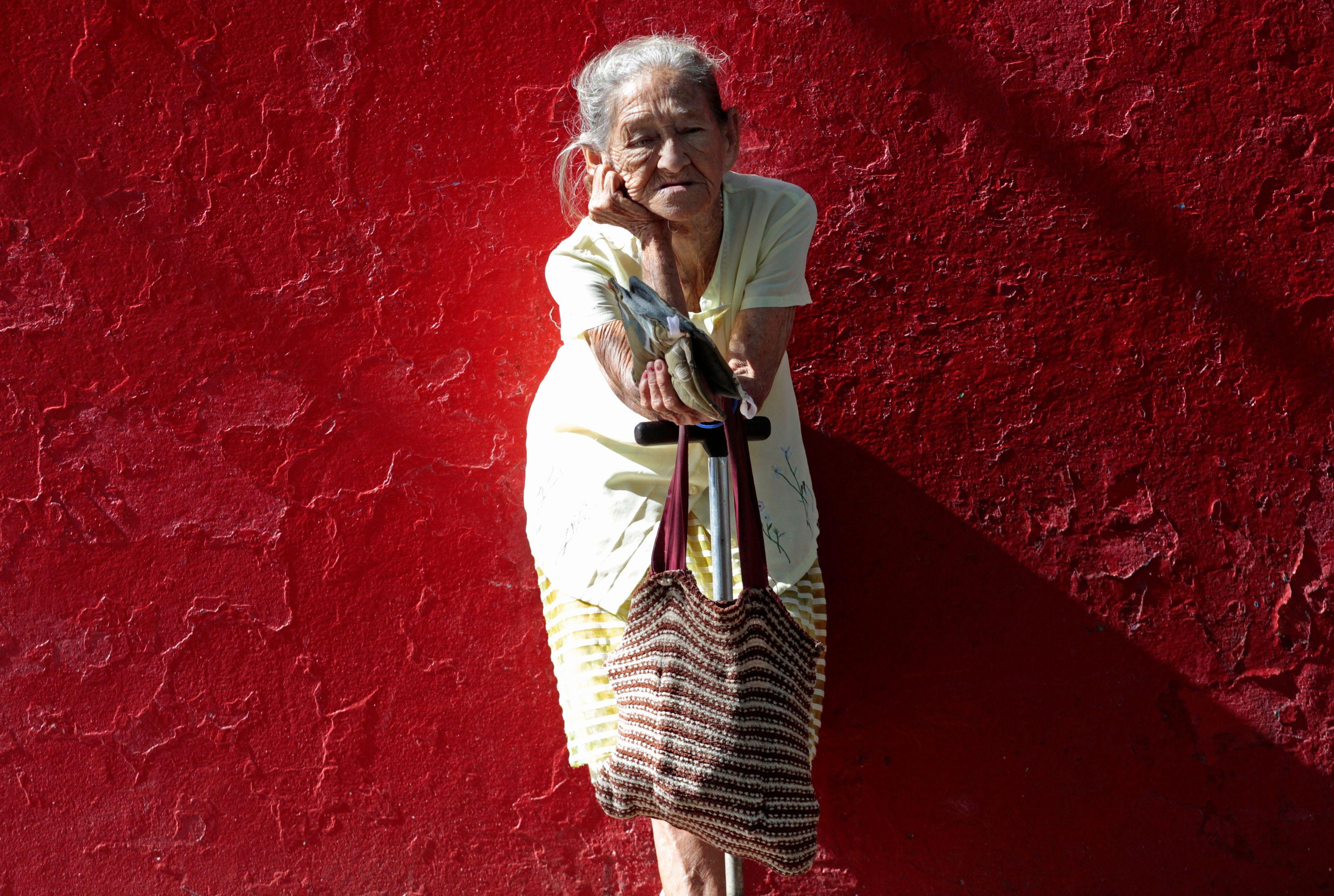 Environ 3,5 millions de personnes âgées sont accompagnées par des aidants bénévoles.