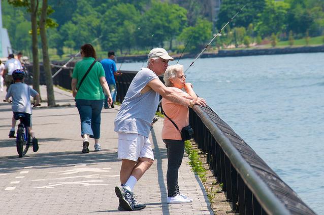 Une récente étude montre qu'en Angleterre et au Pays de Galles, l'écart de longévité entre hommes et femmes s'est réduit de moitié depuis les années 1960.