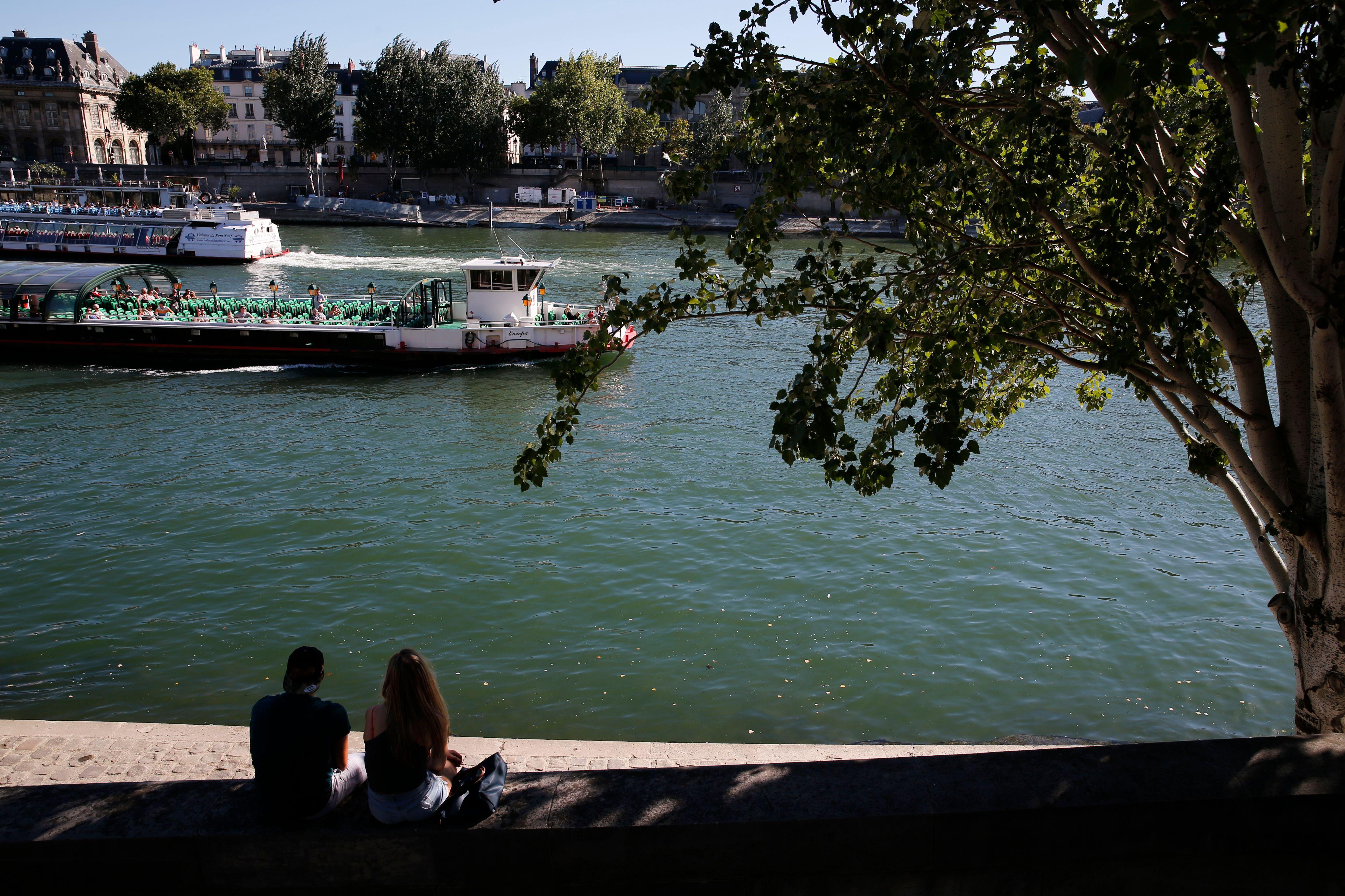 """Anne Hidalgo veut """"diviser par deux la place de la voiture"""" dans le centre de Paris"""