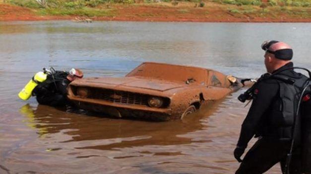 Une des voitures pourrait avoir contenu les restes de trois adolescents disparus en 1970.