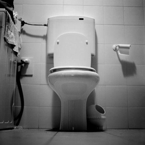 Réveillon du jour de l'an : elle passe la Saint-Sylvestre enfermée aux toilettes