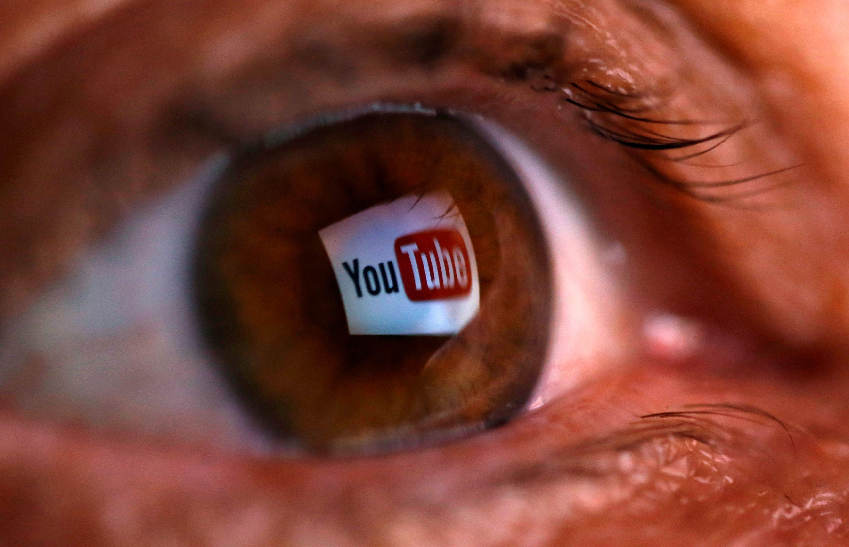 """Des millions de fans de pus sur YouTube : êtes-vous accro aux vidéos de """"Pimple Porn"""" (éclatage de boutons en français dans le texte) ?"""
