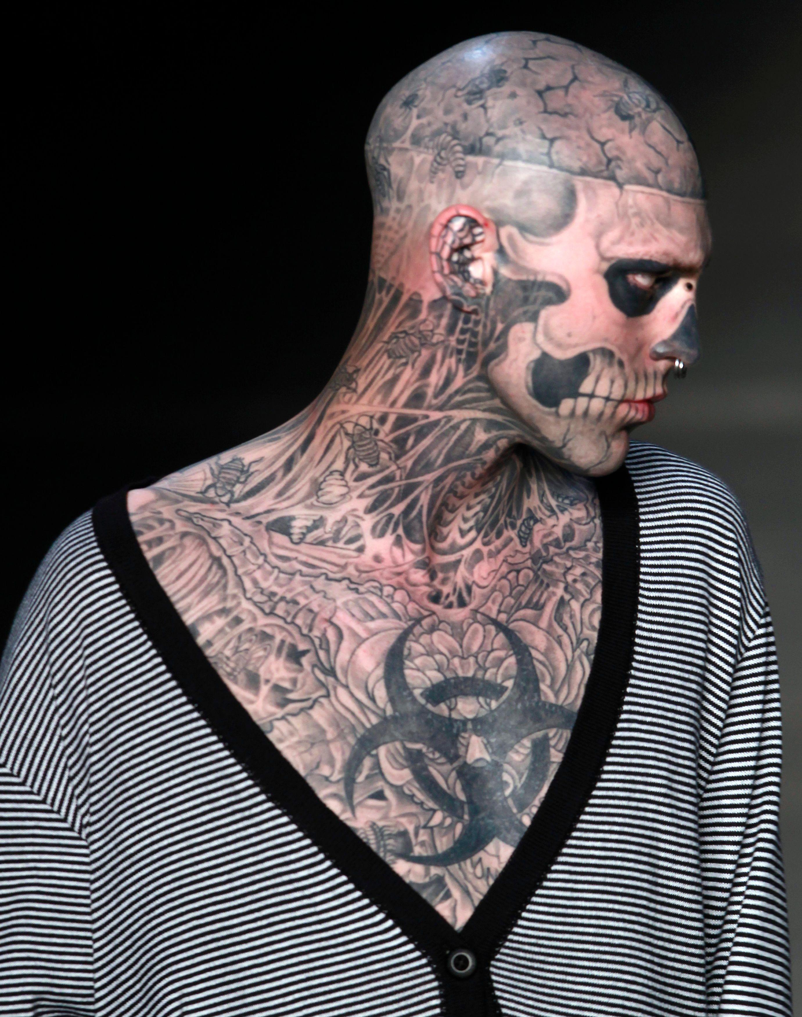 Le mannequin canadien Rick Genest s'est fait tatouer un cadavre sur près de 90% du corps.