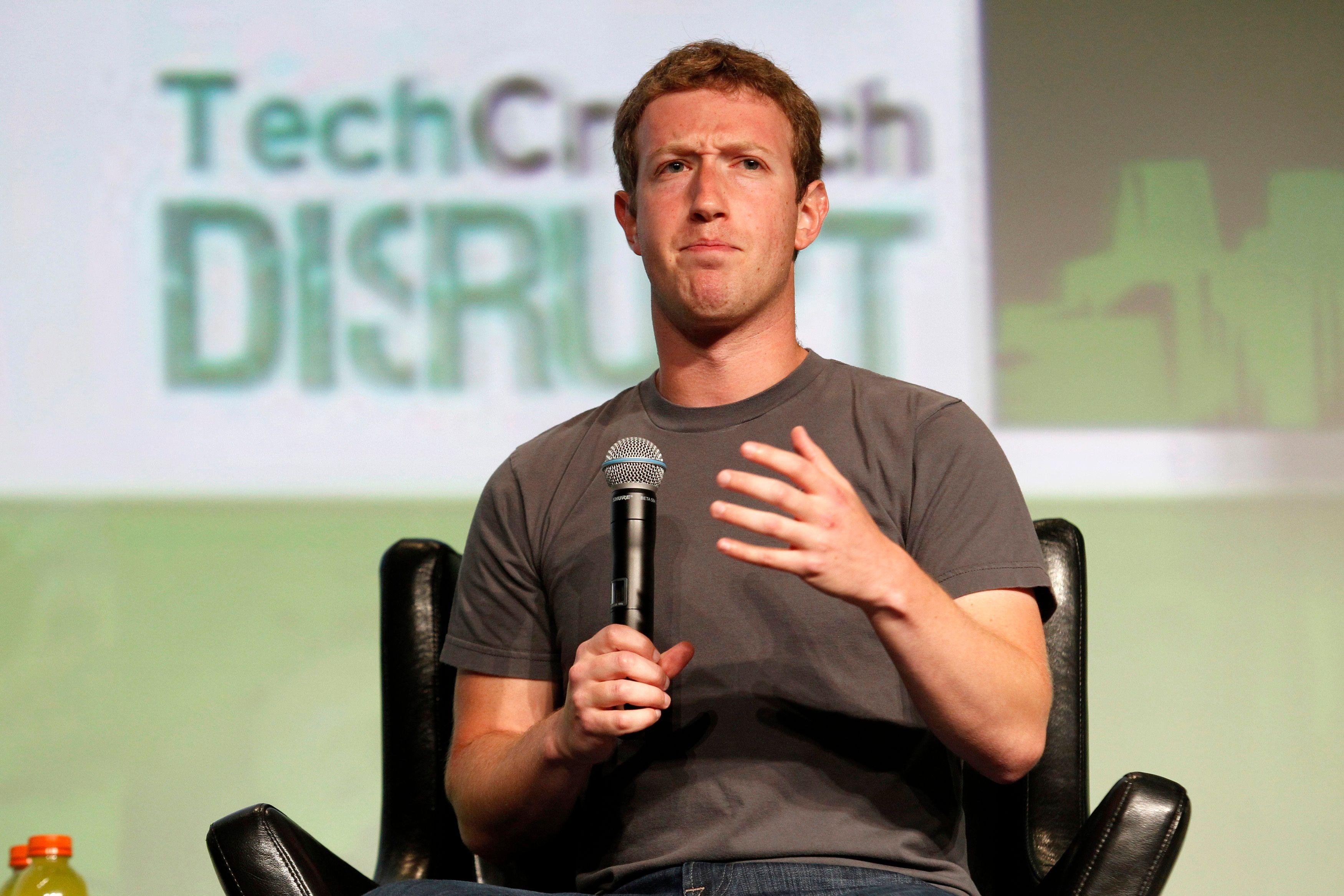 Le fameux T-shirt gris de Mark Zuckerberg