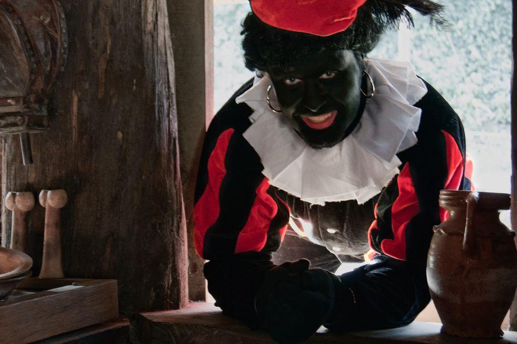 """La Commission contre les discriminations raciales de l'ONU a fait sèchement savoir à la Hollande qu'il fallait en finir avec Zwarte Piet car il véhiculait """"les pires clichés caricaturaux sur les populations africaines""""."""